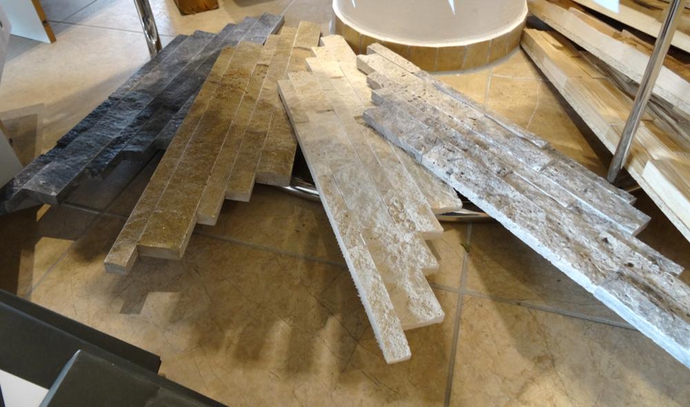 Mauerverband aus Granit und Holz